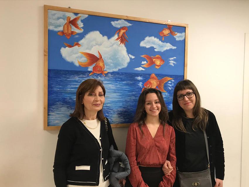 Le insegnati M. Sassi e M. Bagliato con l'autrice dell'opera Carola Fiore