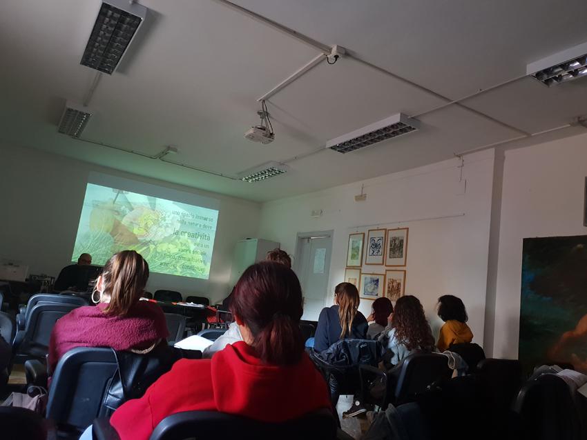 Seminari di studio sull'arte terapia e la cromoterapia